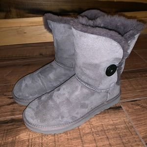 Ugg Bailey Button Size 8